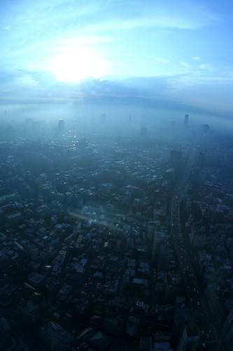 Tokyo smoggy sky 01