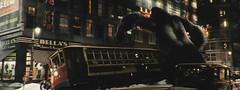 金刚-大猩猩在破坏汽车/电车