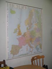 Map o Ewrop ar wal y gegin