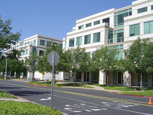 终于到了Apple,位于Cupertino的Apple,位于无限循环路一号的Apple。据说,这个街道的名字来源于一个Apple内部的传说。据说,1980年,当苹果买了一个Cray  X-MP的超级 ...