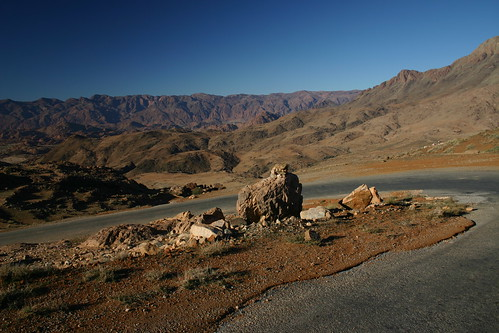 Zig-zagging down the road from Aït Mansour to Tafraoute. December 2005.