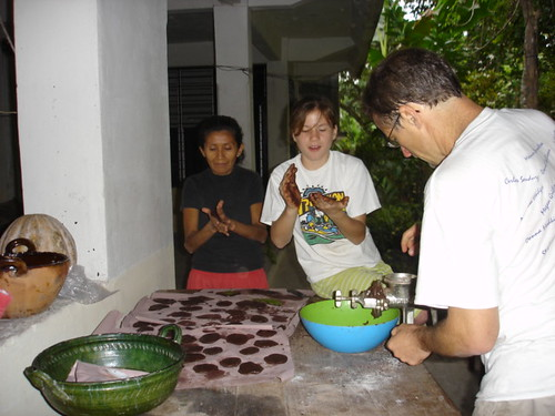 Making gorditas with chocolate.