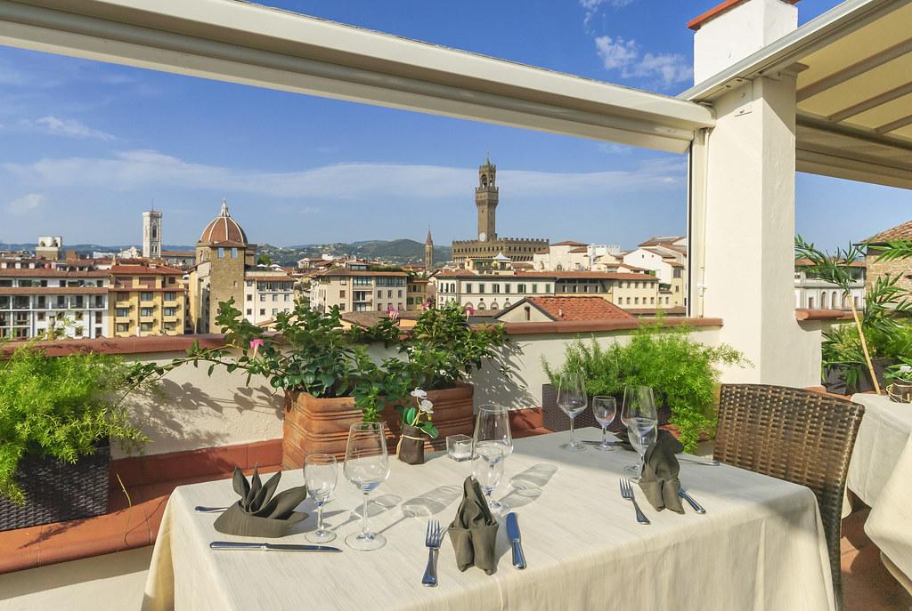 Winebar Florenz. Winebar mit Panorama Terrasse in Florenz.