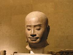 闍耶跋摩七世頭像左側