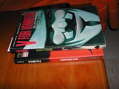 V de Vendetta y Palomar apilados