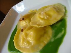 Tortelli ripieni di patata, salsa di cime di rapa e guanciale di Parisi