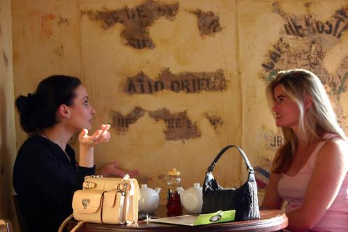 Rich Ladies at Coffee in Kéan