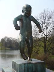 Statue d'un bébé