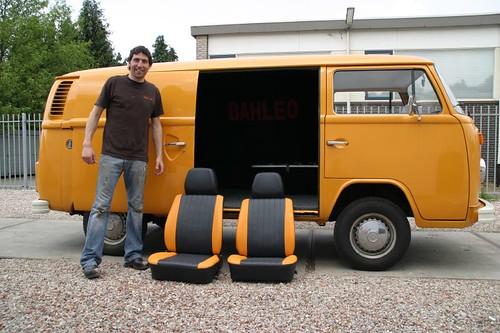 Meneer Sam en de nieuwe stoelen