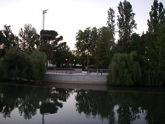 Vista para o parque na outra margem do Rio Nabão