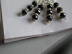 Stitchmarkers: Vintage black and pearl
