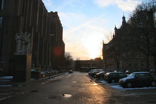 Puesta de sol junto a la estación