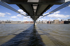 Thames_under_Millennium_bridge