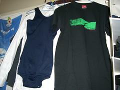 右: OTSU Tシャツ