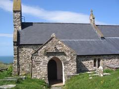 Eglwys S. Gwyndaf, Llanwnda, Pen-caer