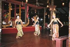 Thai dancers 1