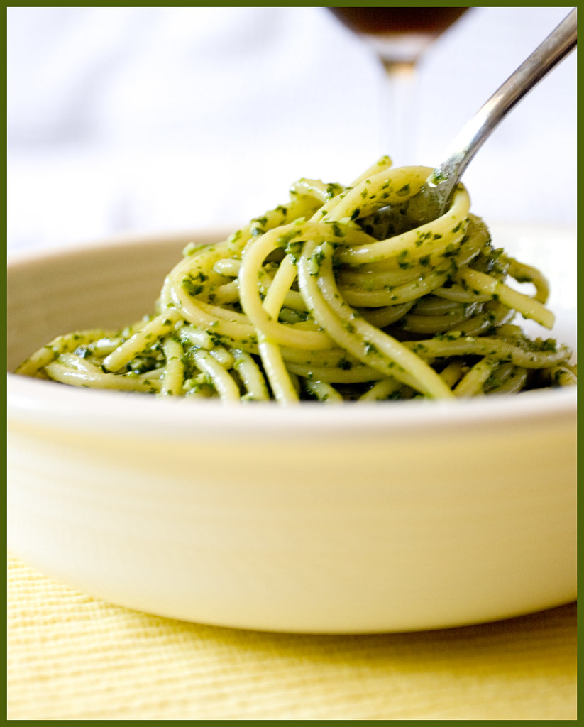 Greg's Food (and photography): How to: Make Pesto