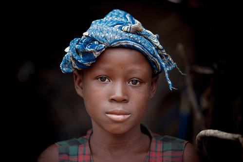 Burkina faso: jeune fille de l'ethnie Senoufo.