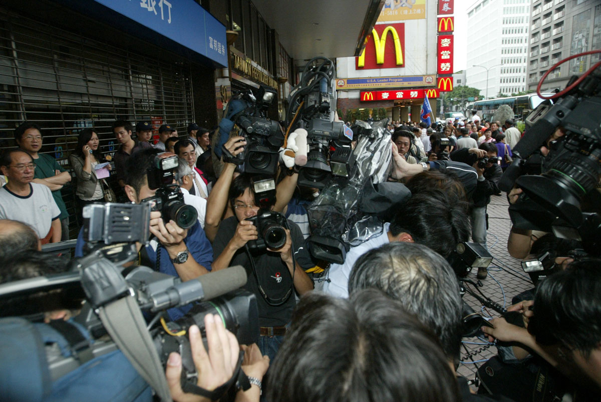 photojournalists' daily work in Taipei, Taiwan 02May06.