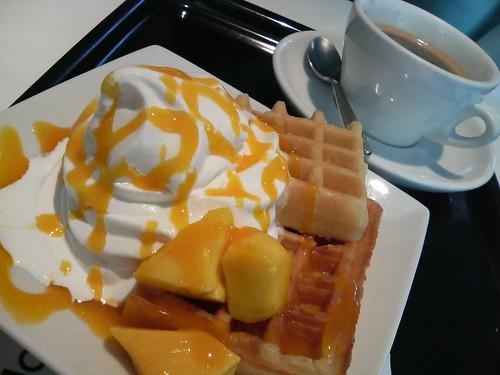 waffles with mango and softcream