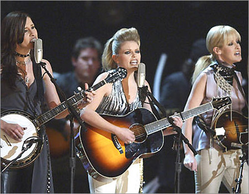150830574 34e255b200 o Dixie Chicks Watch: Taking The Long Way, Debuts At #1 On Billboard Top 200