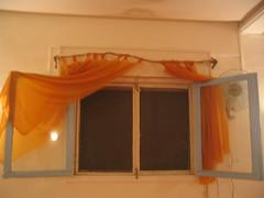 החלון, עם הרוגטקות הקצוצות