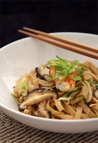DMBLGIT #5 entry (39) - noodle with crab meat and green garlic (NOT MINE)