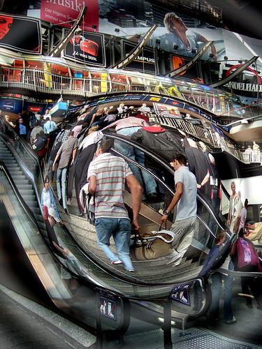 Symbolfoto: Überwachungs-Kamera im Hamburger Hauptbahnhof