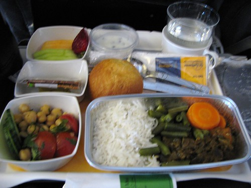 Dinner service on LH417 after takeoff : <acronym title=