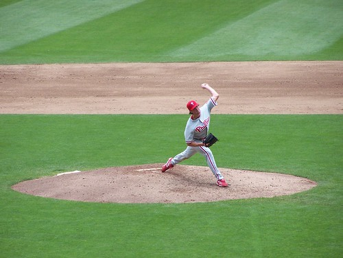 Hamels pitches to Guillen 2