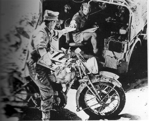 1942 - Libye- au PC d'une Jock colonne  un message radio - Yves Gras