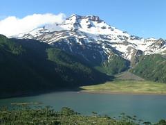 Volcán Tolhuaca y laguna Blanca photo by Mono Andes