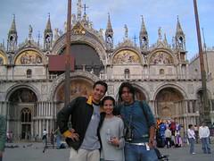 El grupo de viaje a Italia frente a la basílica de San Marcos