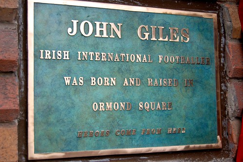 Cllr O Riordain unveils plaque to Johnny Giles