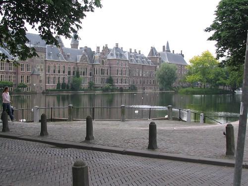 Bonding in The Hague
