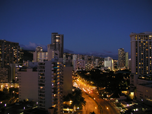 071806Honolulu_Night_Skylin