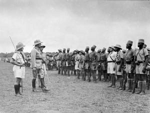 Le Général de Larminat pass enrevue le BM 2 à Ba,gui en 1941 - Ordre de la Libération