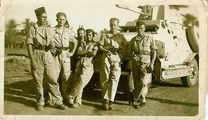 Spahis- Groupe en Libye 1942 Etienne Bouchars (2°g) Joseph Quiniou (bras croisés) epagliffl.canalblog.com