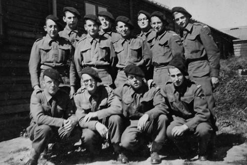 Angleterre - Delville camp chasseurs septembre 1940 Louis Quinquis à droite 1er rang - Coll. Alain Quinquis