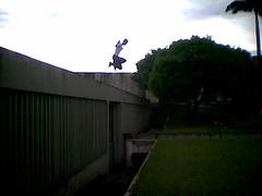 Marco Gomes pulando de cada vez mais alto