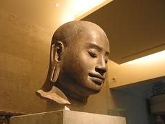 闍耶跋摩七世頭像右側