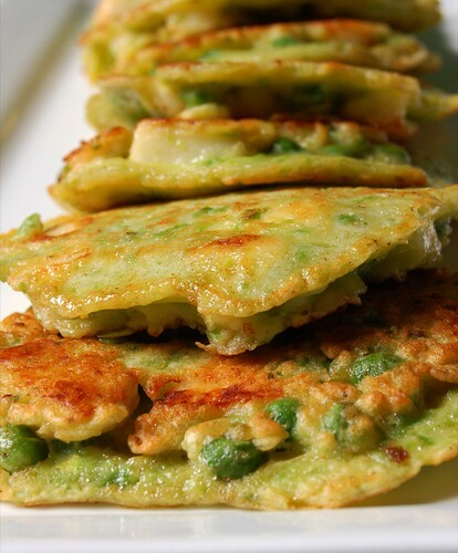 pea and haloumi fritters© by haalo