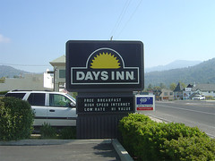 Days Inn Sign - Oakhurst