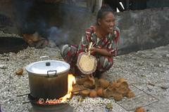 Cozinhando no fogao de côco