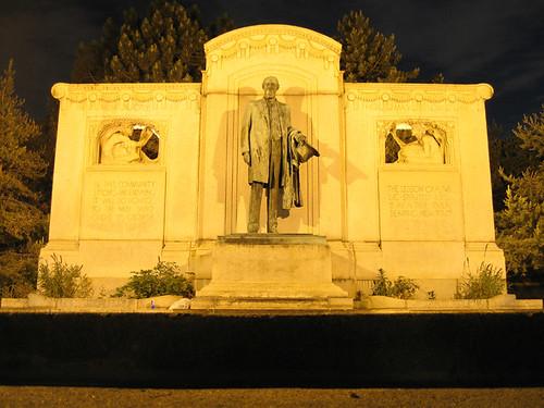 Uptown Statue 3282