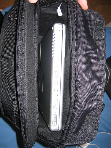 picture of booq bag with too much space in the laptop pouch