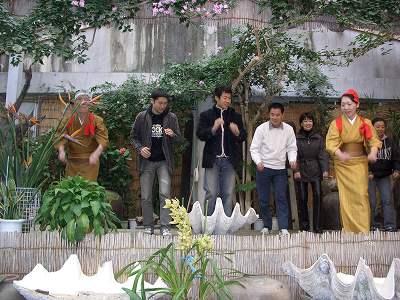 2005218 服部屋敷 客と踊り