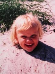 Jessica i sand liten