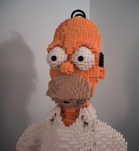 Homer Simpson hecho con piezas de LEGO
