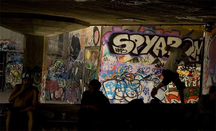 Graffiti :: Click for previous photo